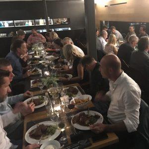eindhoven-bedrijfsuitje-grote-groep-dinner