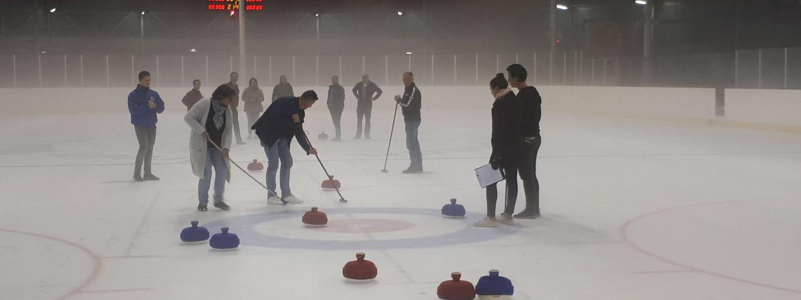 eindhoven-bedrijfsuitje-ijsbaan-funcurling